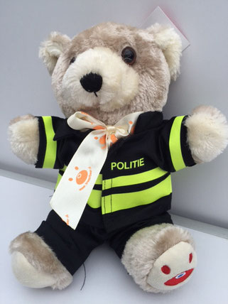 120 x 120 Troostbeer in uniform politie