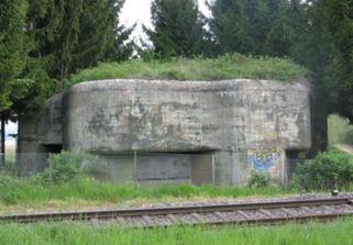 Bunker beim Bahnübergang Triboltingen. www.festungsguertel.ch