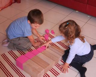 Kleinkinder stärken durch Kooperation den eigenen Status