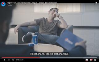 Troca de Memorias の動画に映り込むペプシ缶