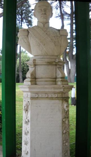 Monumento de García Moreno levantado en el Colegio Pío Latino Americano.