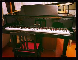 「ピアノレッスンの使用テキストの一例」