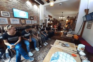 Gastro-Workshop im Istituto Venezia. Zuerst wird erklärt …