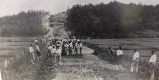 アンパン道路工事風景(現南平岸駅周辺から高台を望む)