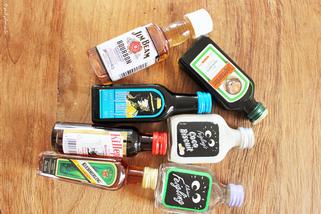 Bild: last-minute DIY Geschenkidee Minibar to-go, gefunden auf Partystories.de