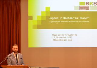 Patrick Schreiber MdL hält seinen Impulsvortrag zu seiner Arbeit als ehm. Vorsitzender des LJHA