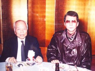 元法務大臣・秦野章先生と竹垣悟。ポスターに使った写真の翌年、再会した時の一葉。