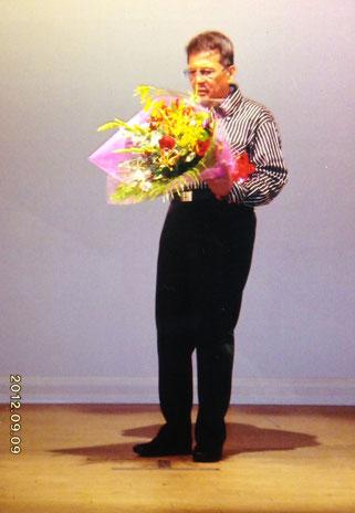 高砂・鹿島殿にて細工師・長尾龍とカラオケ発表会に招待され、飛び入りで唄うことになった竹垣悟。エントリーは、高倉健の唐獅子牡丹。柄にもなく花束を受け取って「親に貰った大事な肌を・・・」と唄い出すのだ。