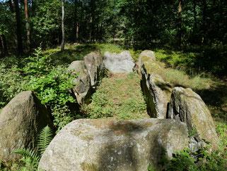 Etwa 4000 Jahre altes urgeschichtliches Steingrab