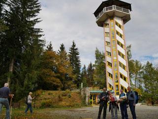 Vor dem Turm Scheibenberg/Erzgebirge