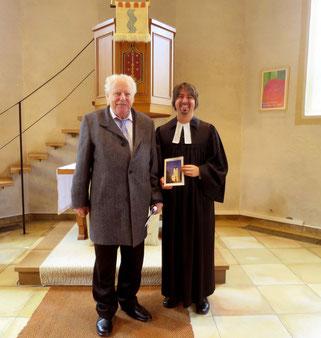 Der Kirchenführer für Großvillars wurde am Kirchweihsonntag vorgestellt
