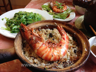 Bao Zai Fan (煲仔饭) mit gebratener Taube und Shrimp.