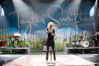 Taylor Swift opening for Rascal Flatts (2008)