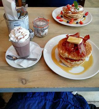 """Frühstück bei """"Bill's"""" - sehr zu empfehlen! Hinterher rollt man dann durch London :D"""