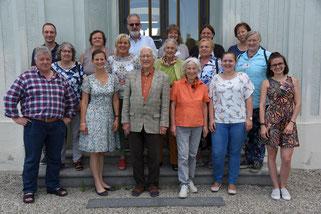Bild: Gruppenfoto der Teilnehmer des zweiten Moduls vor dem Tagungshaus der Diözese Eichstätt in Hirschberg.  Pde-Foto: Michael J. Dremel