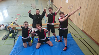 von links nach rechts: Vera Hebig, Thomas Schreck, David Hilbert und Christopher Amthor. Links hinten im Hintergrund der Trainer Daniel Villalta
