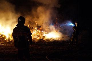 Les sapeurs-pompiers de Saint-Eugène interviennent ici sur un feu de décharge sauvage.