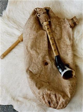 Diese griechische Askaulos lässt den Ur-Dudelsack erahnen.