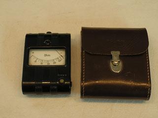 Taschen Widerstands Messgerät mit drei Messbereiche X 1, X 10, X 100 fach.