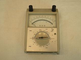 Multimeter A V Ohm für Gleich u. Wechselstrom bis 10,0 Ampere.
