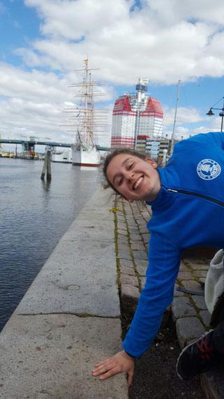 Raphela Polk am Hafen von Göteborg