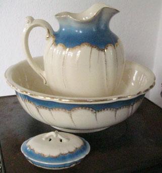 porzellan und keramik sch ne antike m bel und uhren in essen antik werkstatt rainer v lz. Black Bedroom Furniture Sets. Home Design Ideas
