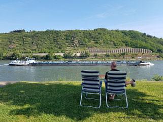 """Frühstück direkt am Rhein mit """"Schiffe gucken"""""""