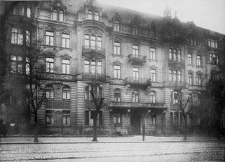 Fassade des Mietshauses in der Kaiseerstraße 13 (Hauseigentümer Alexander Fiorino)