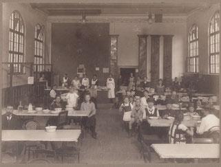 Volksküche in der akademischen Turnhalle, Geiststraße, 1916-1920. Städtisches Museum Göttingen