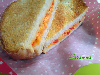 グリルドピメントチーズサンドウィッチ