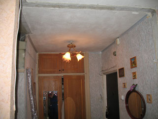 Установка складной двери (вид до установки).