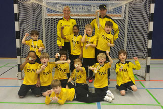 TuS F3-Jugend in der Sporthalle Bergeborbeck. - Fotos: tisa.