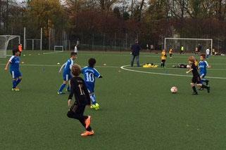 TuS F3-Jugend im Spiel gegen SG Altenessen F4. - Foto: diba.