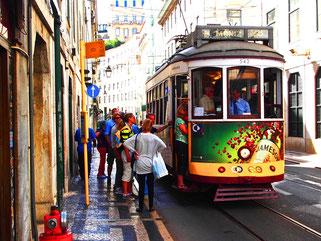 die bemalte Strassenbahn in der Altstadt