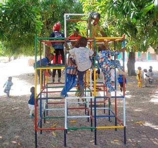 Klettergerüst an der École Maternelle, Tiébélé 2018