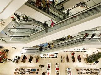 Einkaufen auch um 2.00 Uhr nachts? In einigen Gegenden könnte das lohnen - und sollte daher erlaubt sein, meint der HDE. Foto: Ole Spata