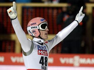 Nach seinem zweiten Sprung ließ sich Severin Freund feiern. Foto: Grzegorz Momot