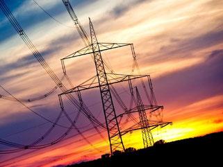 Licht am Horizont: Erstmals seit 14 Jahren senken viele deutsche Stromversorger die Preise. Foto: Christoph Schmidt