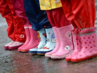 Dauerregen soll bis Mittwoch anhalten. Foto: Arne Dedert/Archiv