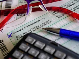 Ein alleinstehender Durchschnittsverdiener mit 3250 Euro monatlich muss in Deutschland 51 Prozent seines Einkommens abführen. Foto: Hans-Jürgen Wiedl