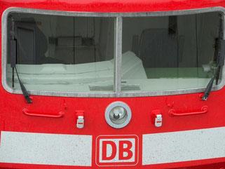 Unbesetzter Platz eines Lokführers in einem Zug der Deutschen Bahn. Foto: Boris Roessler