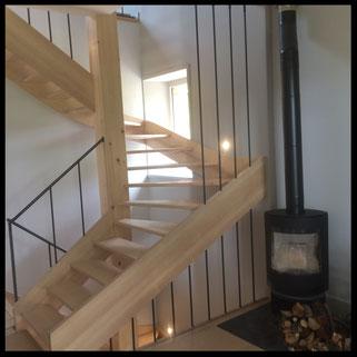Escalier, marches en bois, rambardes en métal. Fabrication française sur mesure.