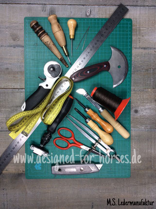 Lederkurs Zaumleder: einige Werkzeuge zur Lederbearbeitung