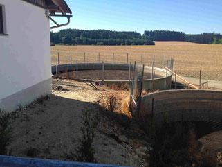 Beratungsangebot für Hofanalyse im Biogaserzeugung Bereich  mit  Gülle Power Fotobeschreibung Güllegrube = die Energie Quelle