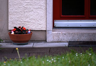 26. April 2014 - Warten vor der Haustür