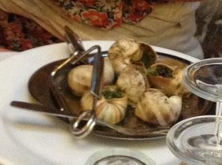 これはフランスで食べたエスカルゴ。日本のカタツムリとは違って貝のような形をしている?