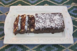 Postre de chocolate con frutos secos