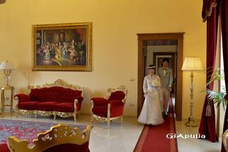 お城ホテルの内部(ドレスはこちらのサロンの物ではありません)