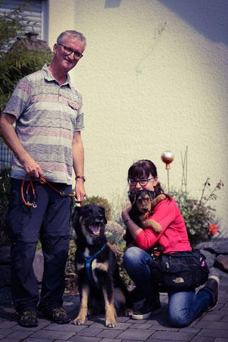 Benja lebt nun bei ihrer Familie in Mittweida/Leipzig. Sie lebt dort mit weiteren drei Hunden im Rudel zusammen und wird dort, wie die anderen Hunde, in den Bereichen Fährtenarbeit, Zielobjektsuche, Rally Obedience u.v.m. ausgebildet.