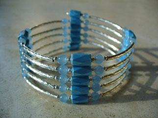 Bijou magnétique avec aimants bleu clair